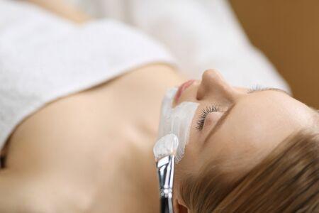 Spa facial mask application. Spa beauty organic facial mask application at day spa salon 写真素材