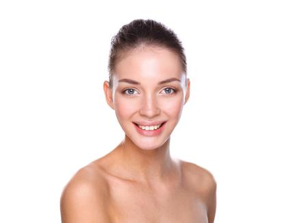 jeune fille: Portrait de la belle jeune femme face. Isol� sur fond blanc. Banque d'images