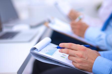 ビジネス人々 ビジネス会議で座っていると書き込み