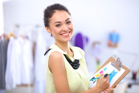 Moderne jeune designer de mode de travail au studio Banque d'images - 50485718