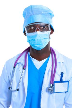 enfermera con cofia: Retrato de un médico que llevaba una máscara y uniforme. aislado en el fondo blanco Foto de archivo