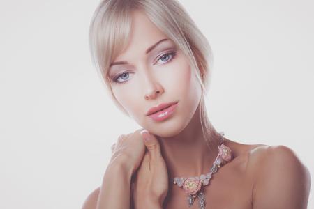 Ciérrese encima del retrato de la cara hermosa de la mujer joven Foto de archivo