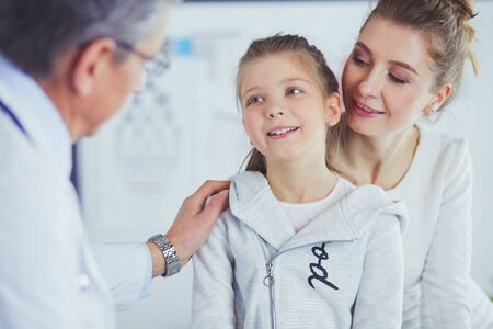 Little girl with her mother at a doctor on consultation Reklamní fotografie