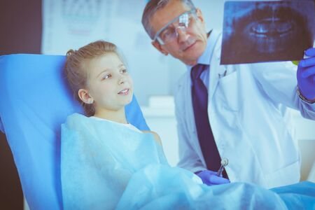 Little girl sitting in the dentists office Stock Photo - 129922068