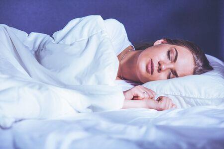 Beautiful young blonde woman sleeping in bed 版權商用圖片