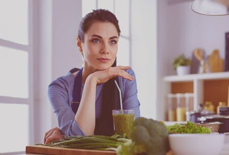 Young woman with glass of tasty healthy smoothie at table in kitchen Foto de archivo - 138047762