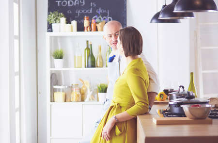 Couple cooking together in the kitchen at home 免版税图像
