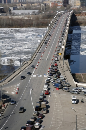 Nizhny Novgorod: traffic at noon in big city