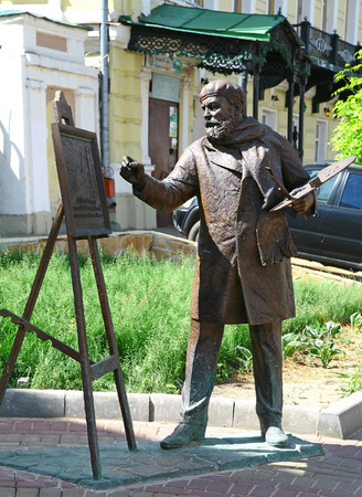 minin: RUSSIA, NIZHNY NOVGOROD - JUNE 02, 2014: Sculpture artist Konstantin Makovsky with easel for painting work Minin Proclamation 1893 at the new renovated oldest historical Rozhdestvenskaya street. Editorial