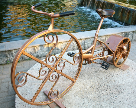 alternator: RUSSIA, NIZHNY NOVGOROD - JUNE 03, 2014  Art object Velogenerator - hybrid bicycle and alternator on the square Markin  Designed to increase physical activity and physics lessons for schoolchildren