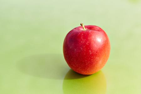 Red apple on a green background Reklamní fotografie