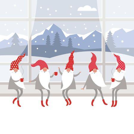 Süße Gnome in roten Hüten und in gestreiften Strümpfen sitzen auf der Fensterbank und trinken heißen Tee. Winterlandschaft vor dem Fenster, Weihnachtskartenkonzept, Frohe Weihnachten