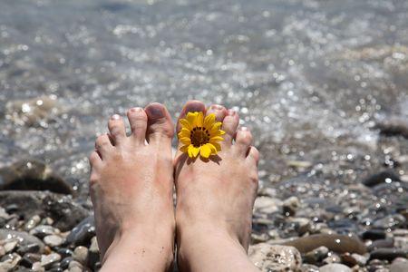 suntanned: Suntanned female feet in sea water