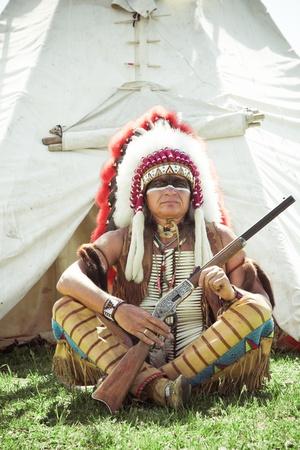 head-dress: North American Indian w peÅ'ni dress. Rekonstrukcja Zdjęcie Seryjne