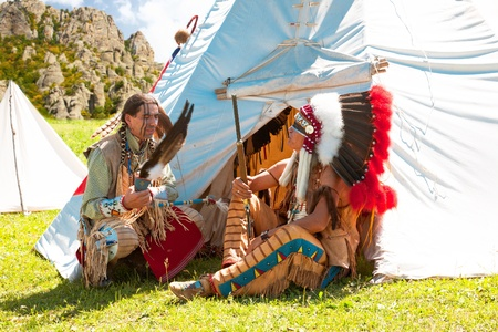 North American Indians sit at a wigwam Stock Photo - 10269300