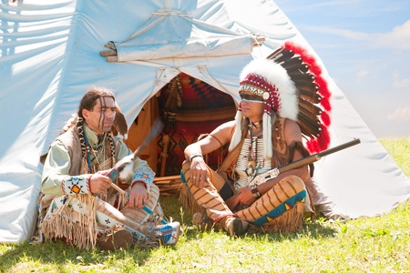 swarty: North American Indians sit at a wigwam Stock Photo