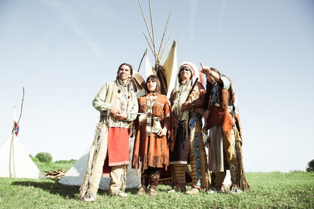 swarty: Group of North American Indians about a wigwam