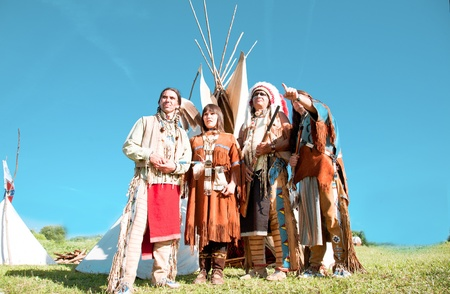 native indian: Group of North American Indians about a wigwam