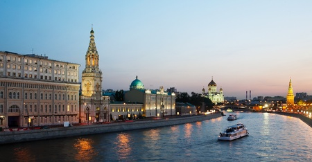 moskva river: Russia, Moscow, night view of the Moskva River, Bridge and the Kremlin Stock Photo