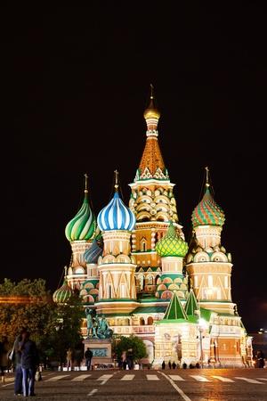 モスクワの赤の広場で聖バジルの教会