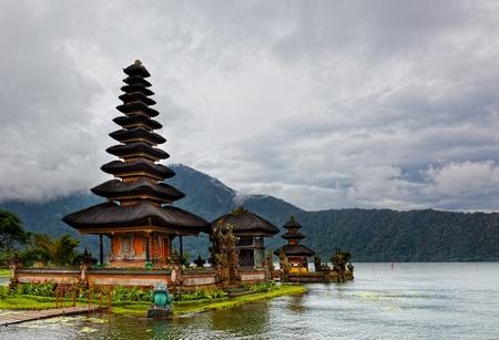 Pura Ulun Danu Bratan, Bali Stock Photo - 13298280