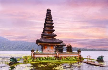 Ulun Danu Temple Beratan lac à Bali en Indonésie