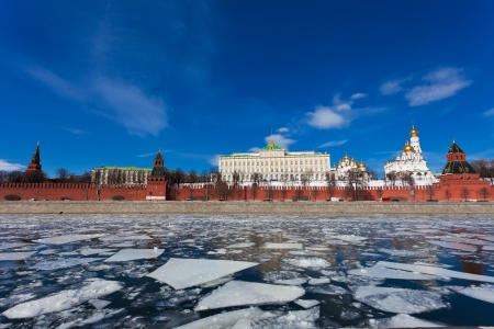 moskva river: Moscow Kremlin during an ice drift across the Moskva River Stock Photo