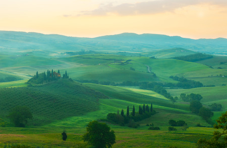 san quirico dorcia: Foggy dawn over the rural house with vineyards in San Quirico dOrcia, Tuscany, Italy