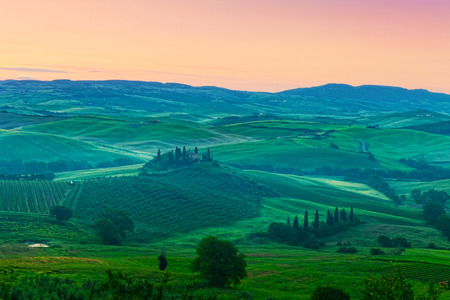 san quirico d'orcia: Foggy dawn over the rural house with vineyards in San Quirico dOrcia, Tuscany, Italy