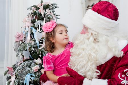 conversa: Ni�a de algo habla con Santa Claus
