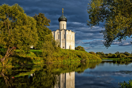 nerl river: Church of the Intercession of the Holy Virgin on the Nerl River Stock Photo