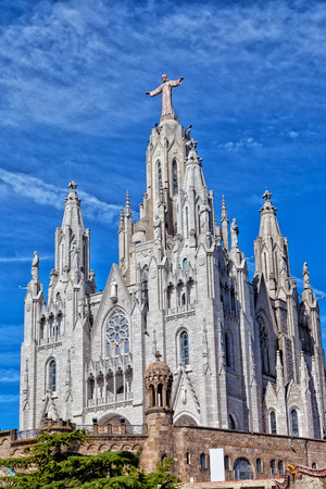 cor: Church of the Sacred Heart of Jesus (Temple Expiatori del Sagrat Cor) on summit of Mount Tibidabo in Barcelona, Catalonia, Spain