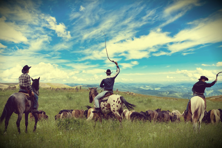 rancho: Tres vaqueros coche manada de caballos, tonificación, viñetas