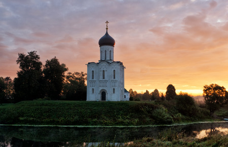 bogolyubovo: Beautiful sunrise over Church of the Intercession of the Holy Virgin on  Nerl River, Bogolyubovo, Russia Stock Photo