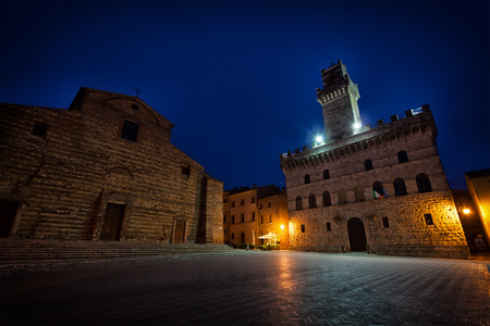 montepulciano: Night view of a central square in the city of Montepulchano. Italy