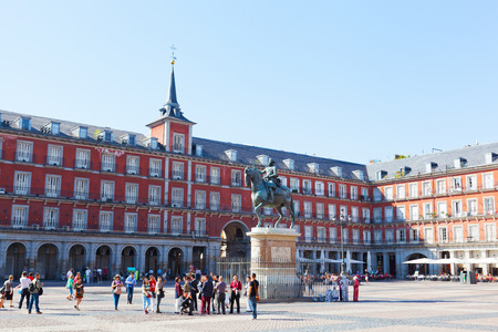 mayor: SPAIN, MADRID - SEPTEMBER 24, 2013: Tourists on Plaza Mayor. Plaza Mayor - one of central squares of the Spanish capital. Editorial