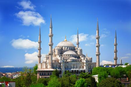 晴れた夏の日、トルコのイスタンブールのスルタン Ahmed モスク (ブルーモスク) 写真素材