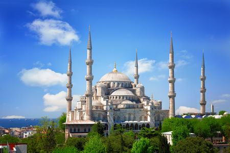 Sultan Ahmed Mosque (Blue mosque) in Istanbul in the sunny summer day, Turkey Standard-Bild