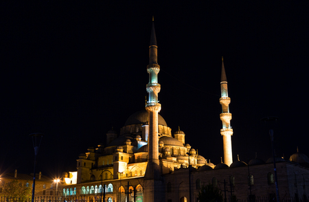 cami: Yeni Cami, meaning New Mosque in night, Istambul