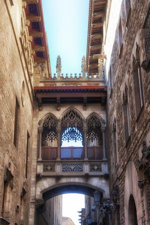 carrer: Bridge Carrer del Bisbe in Barcelona Gothic quarter, Catalonia, Spain