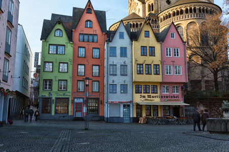 case colorate: COLOGNE, GERMANY - DECEMBER 30, 2015: Colorful houses in Old Town on Rhine River Embankment, Cologne, Germany Editoriali