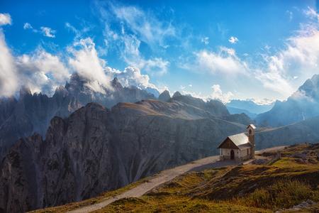 Capilla de los Alpini (Cappella degli Alpini), Tre Cime Di Lavaredo, Rifugio Auronzo, Dolomiti, Italia
