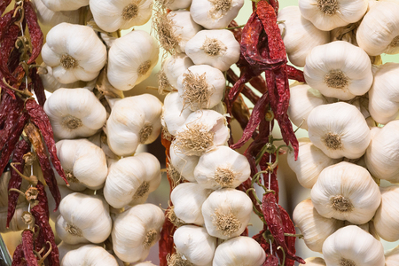 Linking of garlic in the market