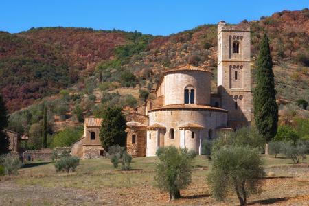 가을의 Sant'Antimo 수도원, Montalcino, 투스카니, 이탈리아