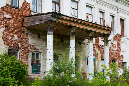 Porch with columns of the old destroyed house