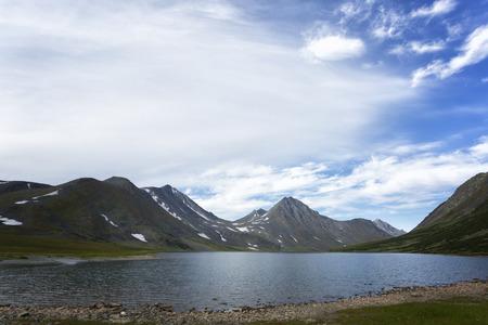 Summer landscape with mountains, Lake Hadata, Polar Urals, Yamal Banque d'images