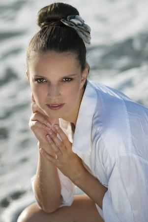 Portrait der schönen Mädchen am Meer