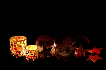 Weihnachtsdekoration mit Lampe und Kugeln und mit Platz für Wünsche