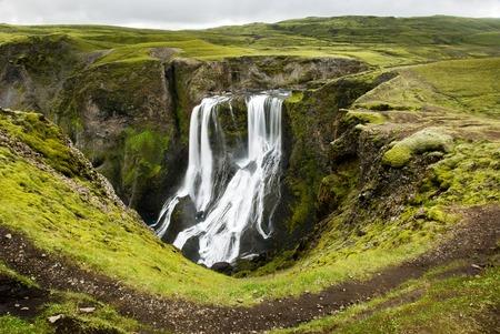Schöner Wasserfall Fagrifoss auf Island