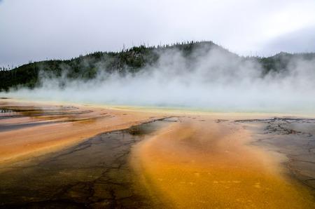 Die prismatische Auge - Heißwasser-Pool in Yellowstone Nationalpark Lizenzfreie Bilder